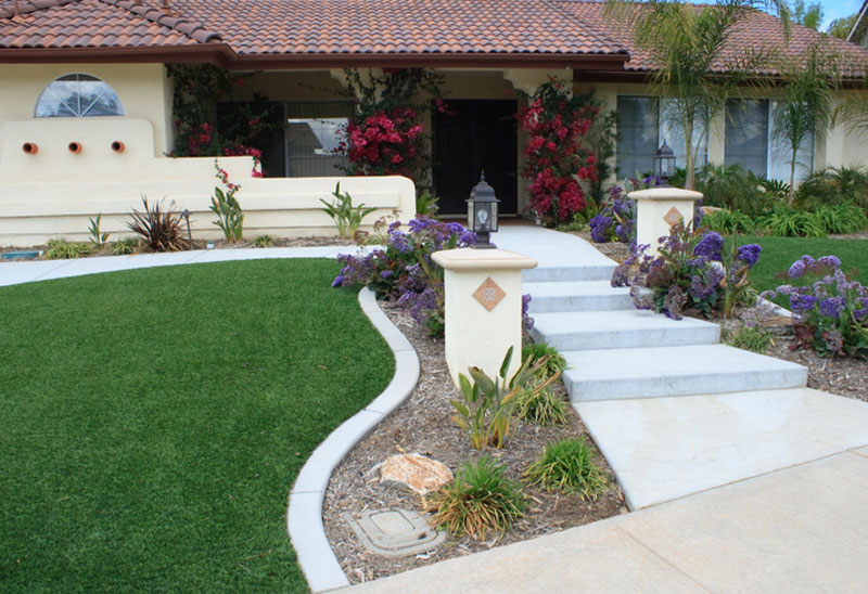front-yard-with-artificial-turf